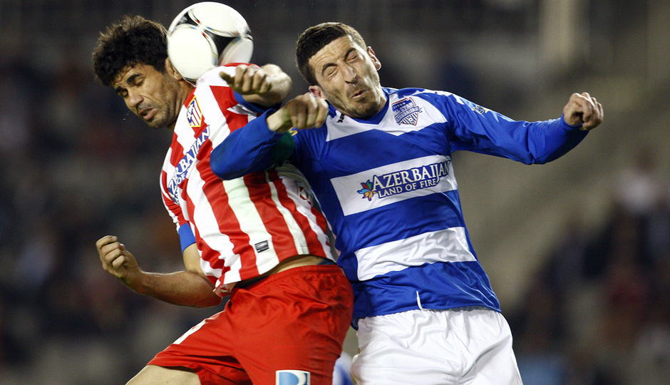 Temporada 2012-2013. Amistoso en Azerbaijan. Diego Costa en un balón aéreo