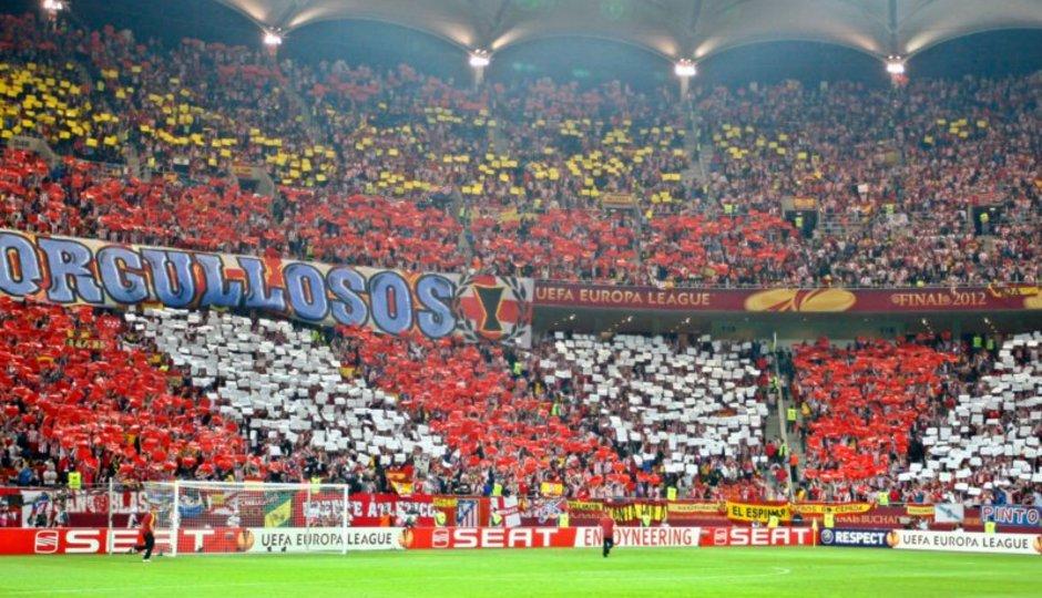 Temporada 2011-2012. Campeones de la Europa LEAGUE. Mosaico rojiblanco en las gradas del Estadio Nacional de Bucarest.