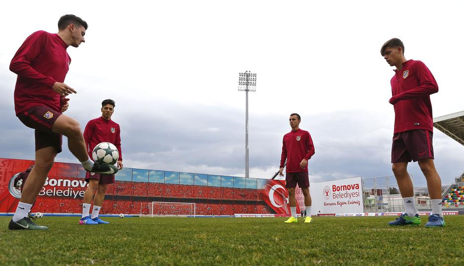 Temp. 16/17 | Entrenamiento Juvenil Youth League previa Altinordu | Rondo