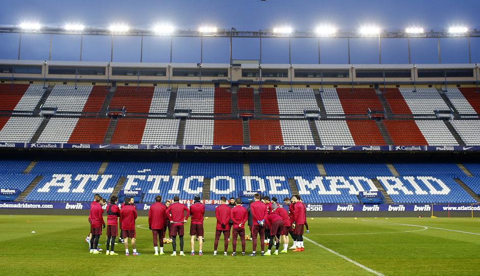 temporada 16/17. Entrenamiento en el estadio Vicente Calderón. Jugadores durante el entrenamiento