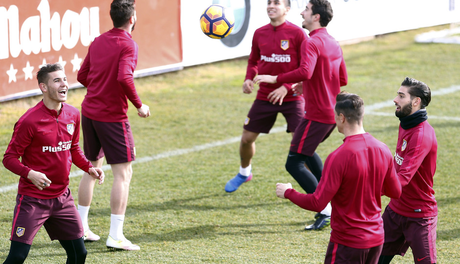 Temporada 2016-2017. Entrenamiento en la ciudad deportiva Wanda Atlético de Madrid 16_02_2017. Lucas y Carrasco.