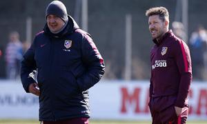 temporada 16/17. Entrenamiento en la ciudad deportiva Wanda.  Simeone y Germán durante el entrenamiento