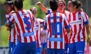 Temporada 2012-2013. Las jugadoras rojiblancas celebran el gol de Claudia Zornoza