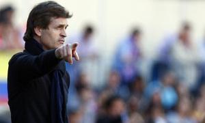 Temporada 12/13. Partido Atlético de Madrid - Barcelona. Vilanova hace gestos en la banda