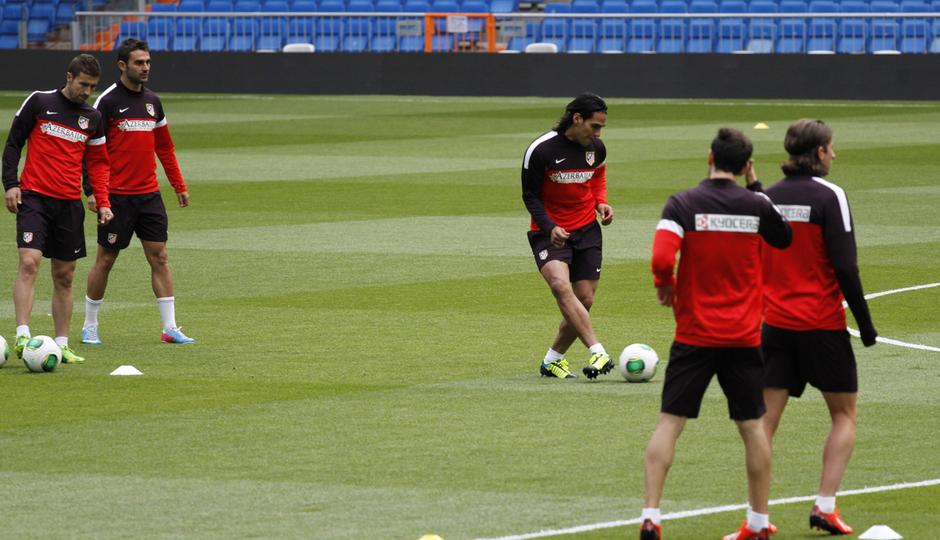 Final Copa del Rey 2012-2013. Falcao toca balón en el Bernabéu