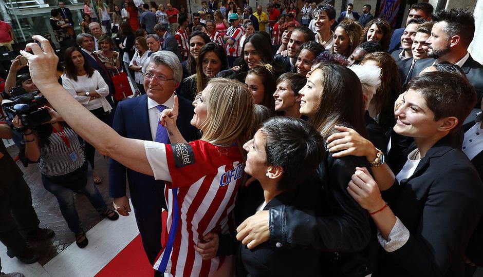 Recepción en la Comunidad de Madrid al Atlético Femenino