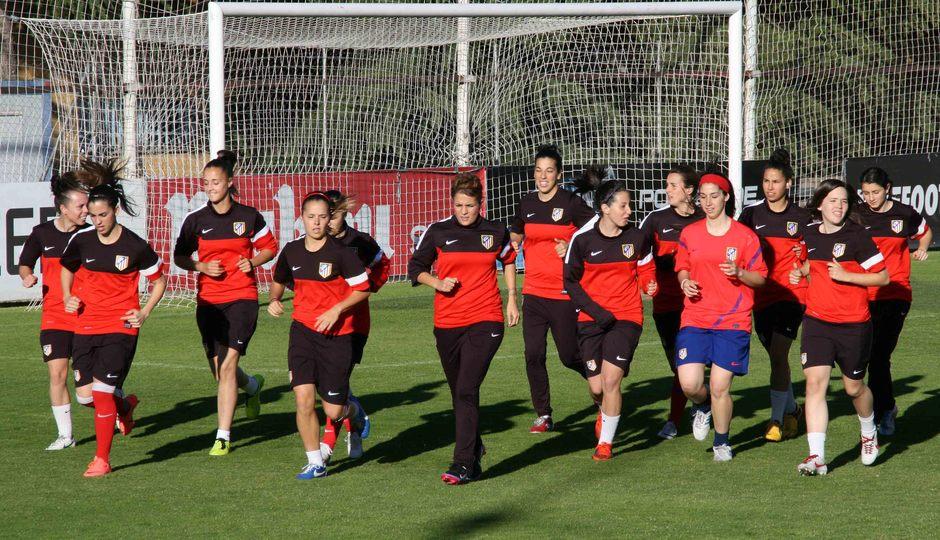 Temporada 2012-2013. Las jugadoras del Féminas durante un entrenamiento