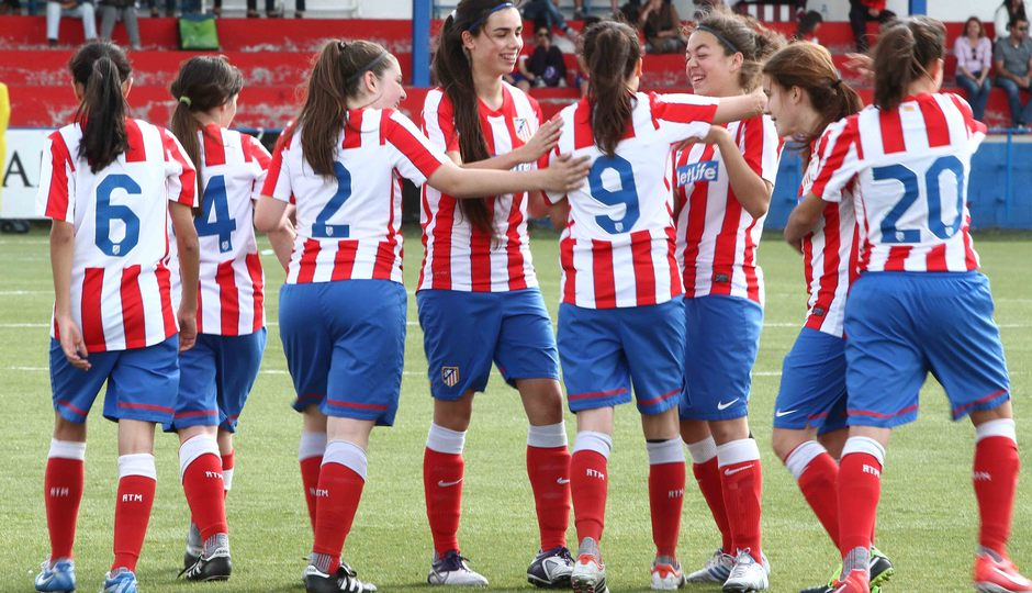 Temporada 2012-2013. Las jugadoras del Féminas C celebran un gol