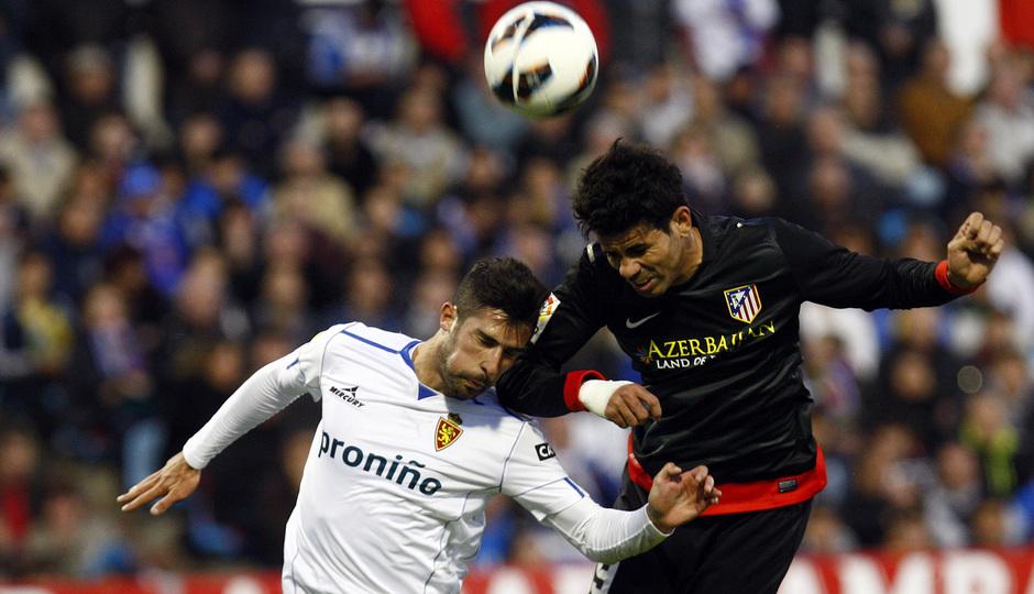Temporada 12/13. Real Zaragoza - Atlético de Madrid. Diego Costa remata de cabeza.
