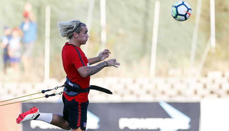Temporada 17/18. Entrenamiento en la ciudad deportiva Wanda Atlético de Madrid 05-09_2017. Griezmann.