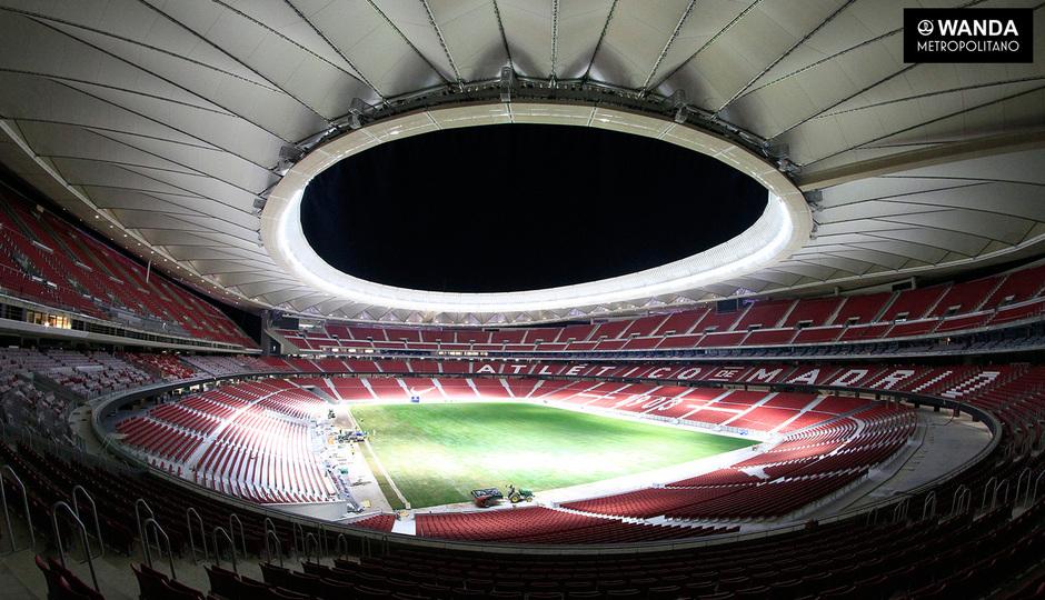 Wanda Metropolitano. 6 de septiembre de 2017. Finalización de la colocación del césped.
