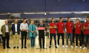 Enrique Cerezo se dirige a autoridades, jugadores, prensa y público en el acto de presentación de la Estación Estadio Metropolitano