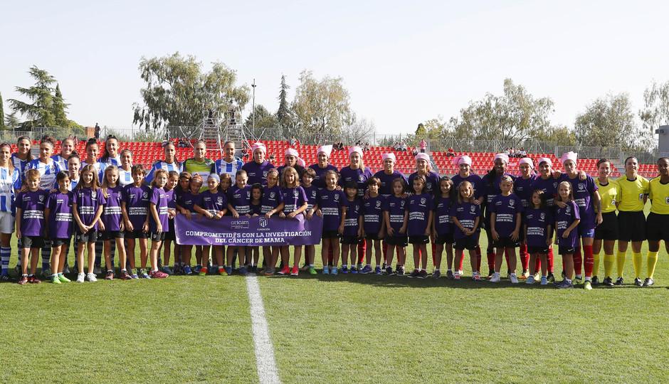 Temporada 17/18. Partido entre el Atlético de Madrid Femenino contra el Sporting de Huelva. Los dos equipos posan.