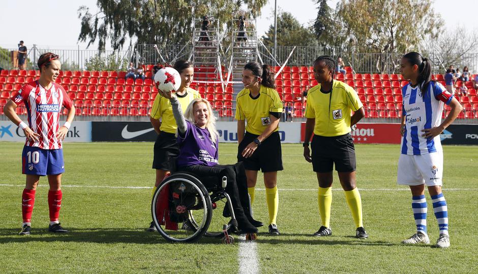 Temporada 17/18. Partido entre el Atlético de Madrid Femenino contra el Sporting de Huelva. Saque de honor.