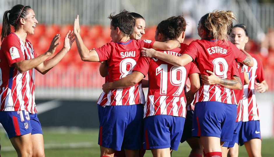 Temporada 17/18. Partido entre el Atlético de Madrid Femenino contra el Sporting de Huelva. Celebración del gol de Carla.