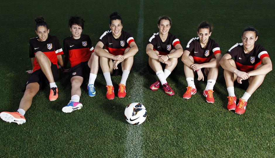 Temporada 2012-2013. Seis jugadoras del Féminas con las botas Nike