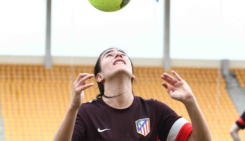 Temporada 2012-2013. Marieta controla el esférico con la cabeza