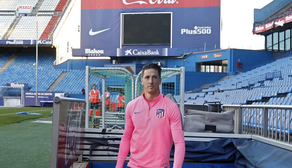 Temporada 17/18. Entrenamiento en el estadio Vicente Calderón. Torres durante el entrenamiento