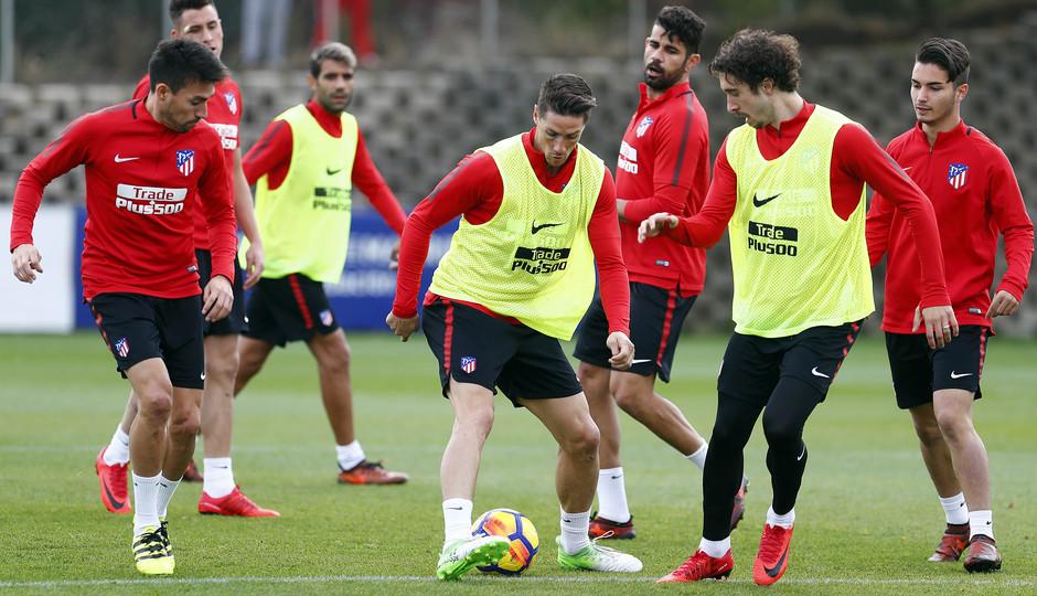 Temporada 17/18. Entrenamiento en la ciudad deportiva Wanda Atlético de Madrid 01_10_2017. Fútbol en espacio reducido.