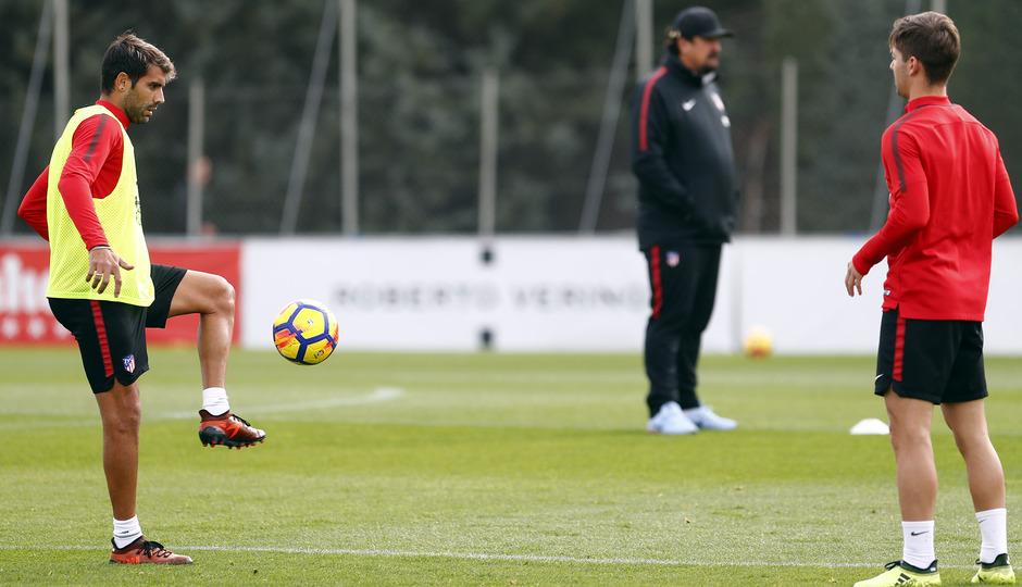 Temporada 17/18. Entrenamiento en la ciudad deportiva Wanda Atlético de Madrid 01_10_2017. Augusto.
