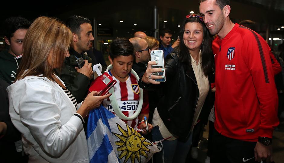 Temp. 2017-2018. Llegada del equipo a La Coruña. Godín