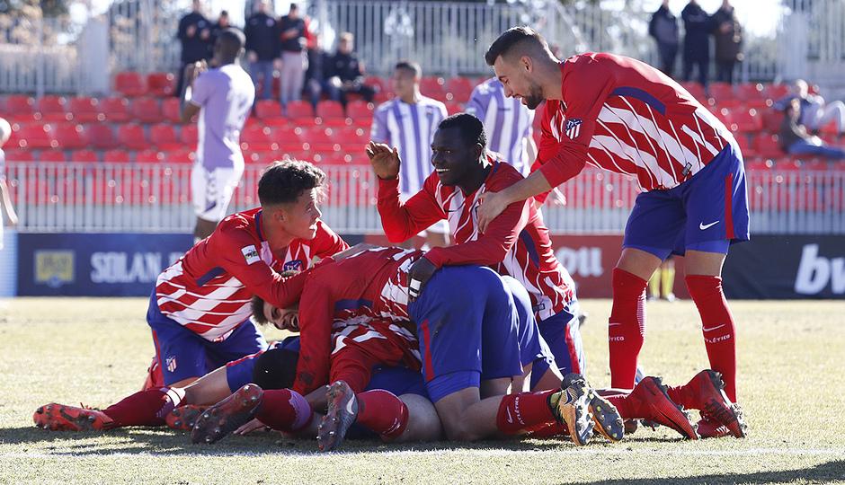 Temporada 17/18 | Atlético B - Valladolid B | Piña, celebración