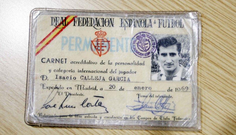 El carnet que acredita a Isacio Calleja como jugador internacional