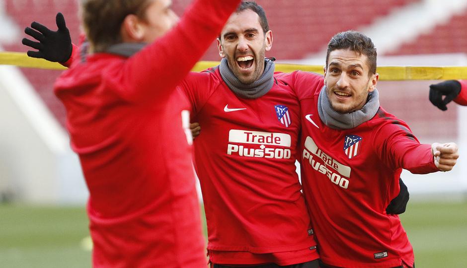Temp. 2017-2018. Entrenamiento en el Wanda Metropolitano. 02.02.2018. Koke, Griezmann y Godín