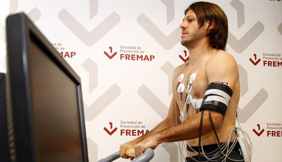 Temporada 2013/2014 Martín Demichelis en una de las pruebas del reconocimiento médico