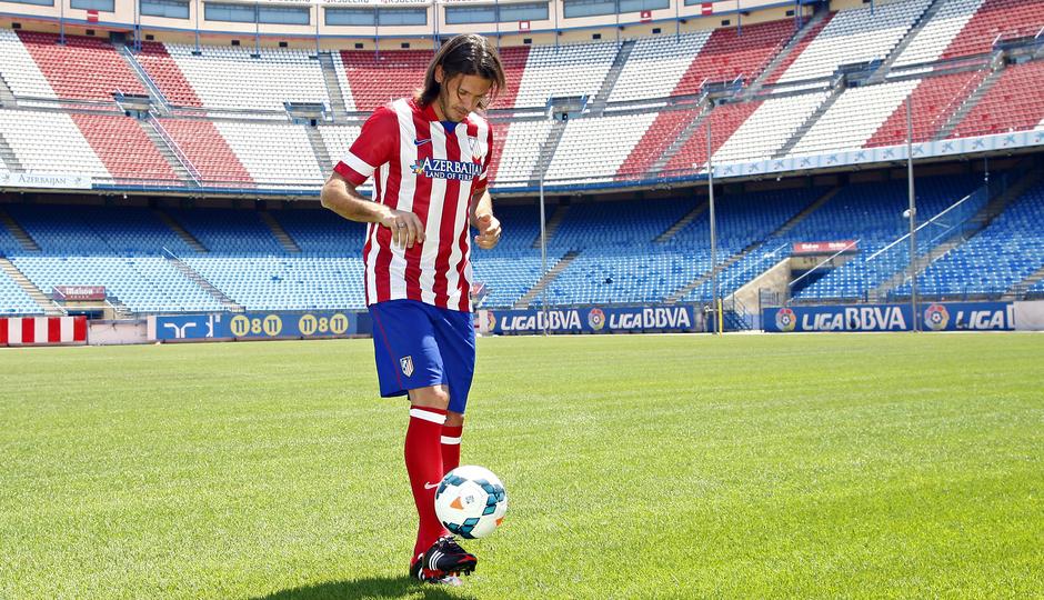 Temporada 13/14. Presentación Martín Demichelis. Estadio Vicente Calderón. Dando toques