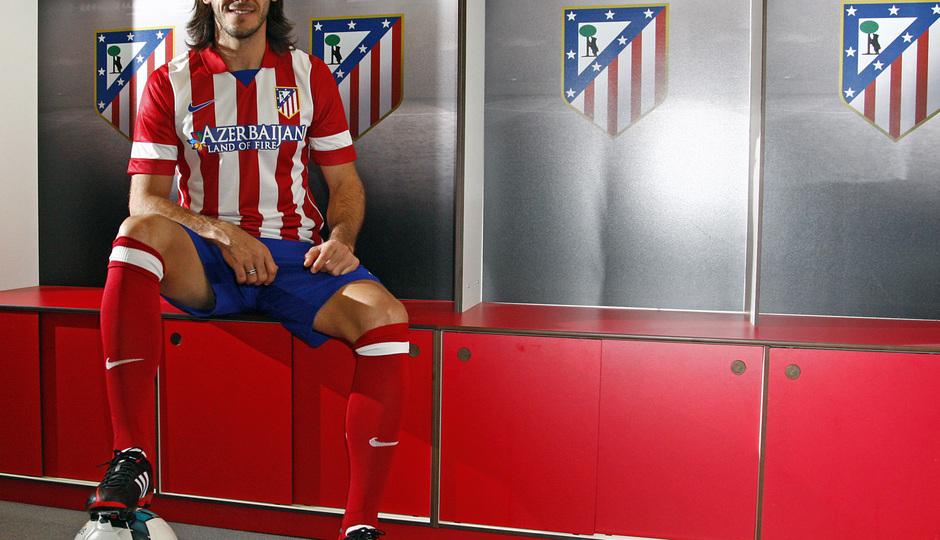 Temporada 13/14. Presentación Martín Demichelis. Estadio Vicente Calderón. Posando en el vestuario