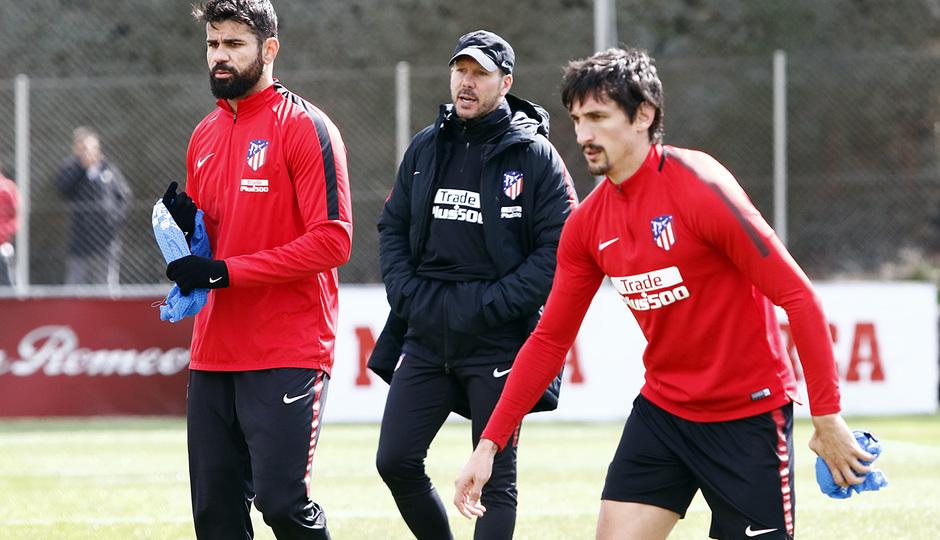 Temporada 17/18 | Entrenamiento del primer equipo | 16/03/2018 | Simeone, Costa, Savic