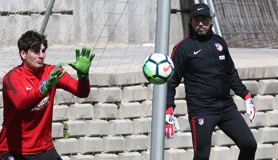 temporada 17/18. Entrenamiento en la ciudad deportiva Wanda. Werner realizando ejercicios con balón durante el entrenamiento
