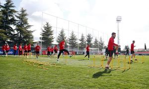 Temporada 17/18. Entrenamiento en la ciudad deportiva Wanda Atlético de Madrid. 03_04_2018. Calentamiento.