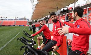 temporada 17/18. Entrenamiento en la ciudad deportiva Wanda. Jugadores realizando bicicleta durante el entrenamiento
