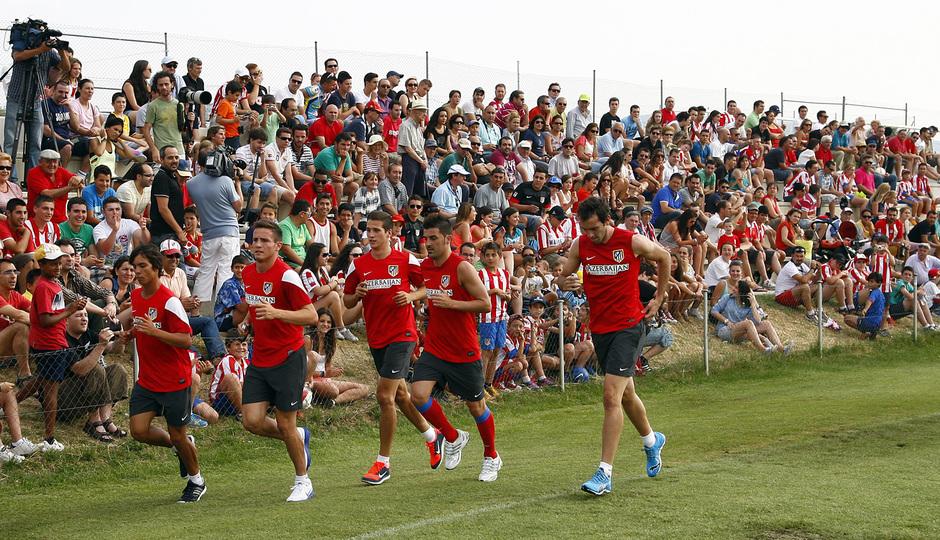Temporada 13/14. Entrenamiento. Equipo entrenando en los Ángeles de San Rafael, Villa, Óliver, Godín, Manquillo y Saúl corriendo
