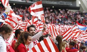 Temp 17/18 | Atlético de Madrid - Levante | Jornada 32 | 15-04-18 | Banderas, afición
