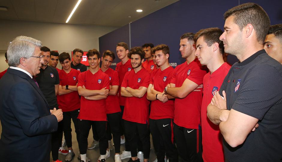 Temp. 17-18   Juvenil A en el Wanda Metropolitano con la Copa de Campeones  