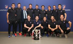 Temp. 17-18 | Juvenil A en el Wanda Metropolitano con la Copa de Campeones | Cuerpo técnico