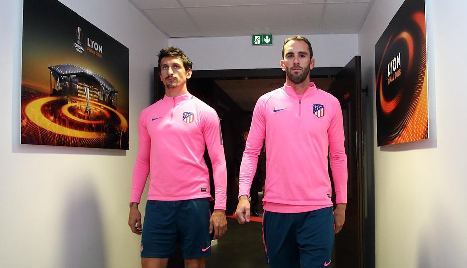 Temporada 17/18. Atlético de Madrid. Final de la Europa League en Lyon. Entrenamiento. Savic y Godín