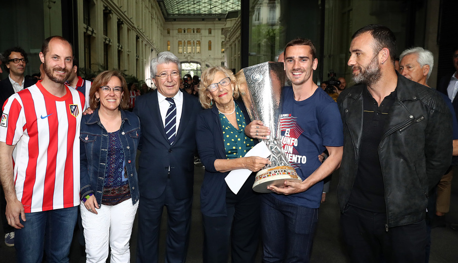 Temp. 17-18 | Recibimiento en el Ayuntamiento de Madrid | Griezmann con la alcadesa