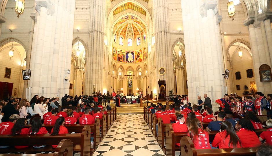 Temp. 17-18 | Ofrenda en la Catedral de la Almudena |