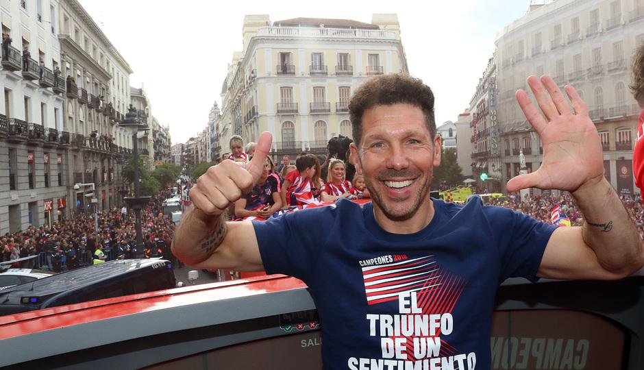 Temp 17/18 | Atlético de Madrid y Atlético de Madrid Femenino | 18-05-18 | Simeone más seis