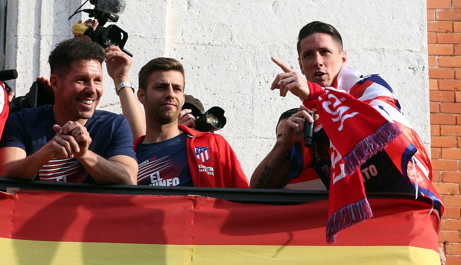 Temp 17/18 | Atlético de Madrid y Atlético de Madrid Femenino | 18-05-18 | Simeone y Fernando Torres
