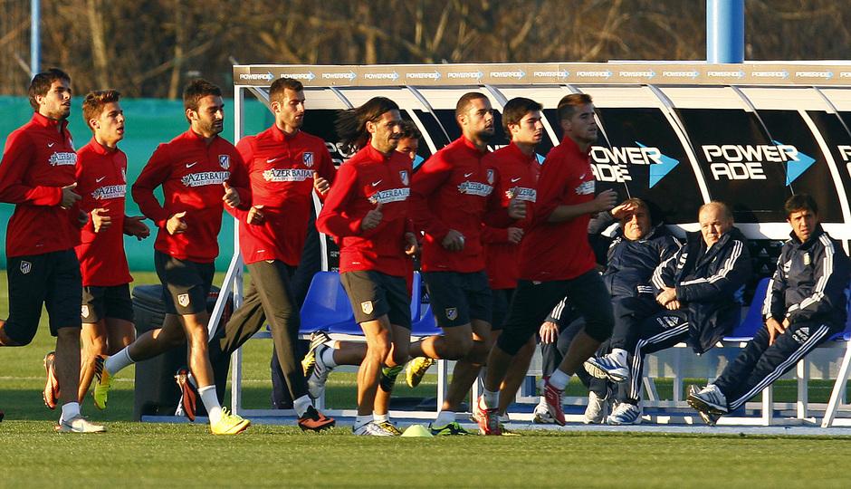 Temporada 13/14. Gira. Argentina. Un grupo de jugadores realizan carrera continua en el primer entrenamiento de la gira