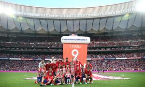 Temp. 17-18 | Atlético de Madrid - Eibar | Homenaje a Torres | Torres con sus compañeros