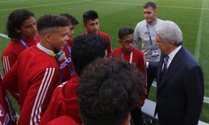 Los equipos de la Wanda Cup visitan el Wanda Metropolitano | Enrique charló con los equipos