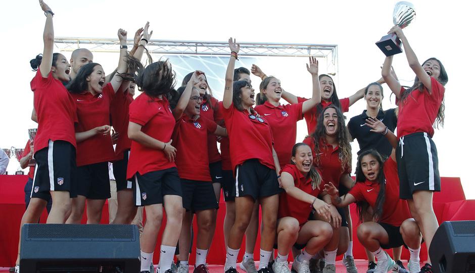 Temp 17/18 | Gala entrega de la Liga Real Federación de Fútbol de Madrid en Matapiñonera | Femenino Juvenil B
