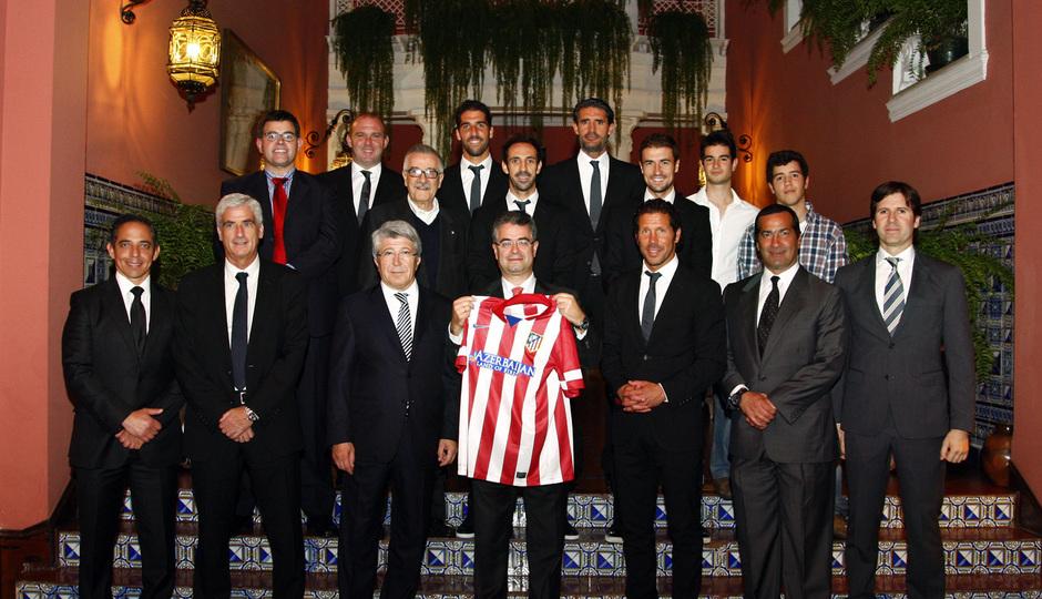 Temporada 13/14. Gira Sudamericana. Visita a la embajada española. todos posando .
