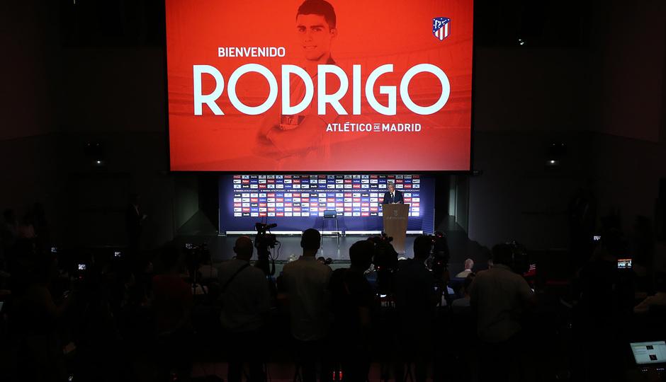 Temp. 18-19 | Presentación de Rodrigo Hernández en el Auditorio del Wanda Metropolitano | Plano general